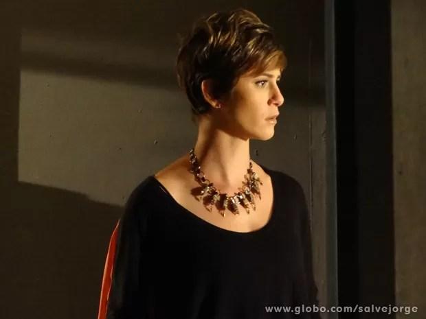 Aisha escuta a verdade e fica transtornada (Foto: Salve Jorge/TV Globo)