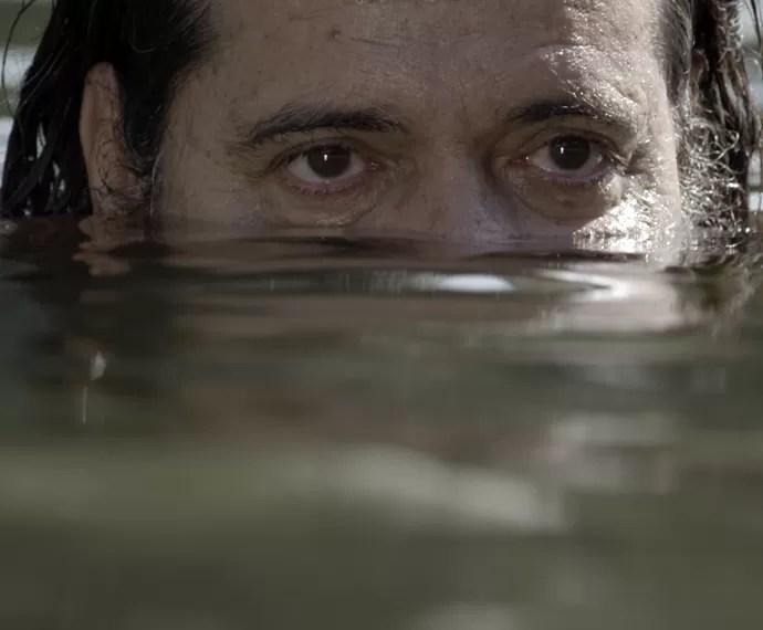 Bernardo começa a lembrar do seu passado (Foto: TV Globo)