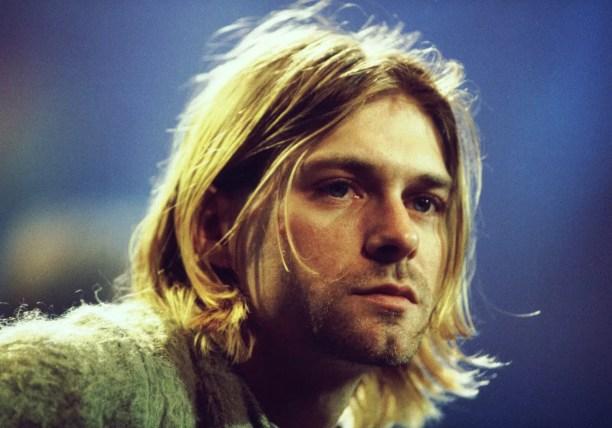 Após os pais de Kurt Cobain (1967-1994) se separarem, o jovem passou por várias casas de familiares até terminar na rua. O então futuro líder do Nirvana dormiu debaixo de pontes, em corredores, salas de espera, carros abandonados... (Foto: Getty Images)