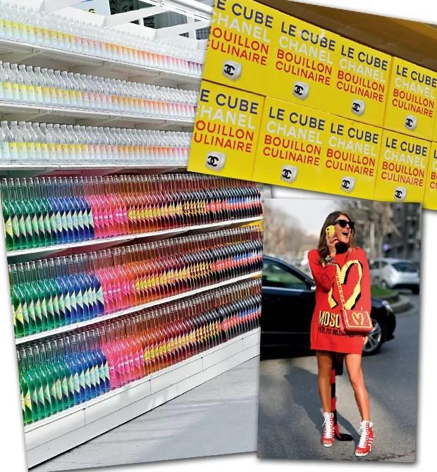 """Karl Lagerfeld transformou o Grand Palaisem hipermercado no desfile de inverno da Chanel, com produtos feitos só para a apresentação. Abaixo, Anna Dello Russo, fã de primeira hora das peças """"Moschidonald's"""" (Foto:  )"""