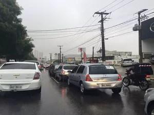 Chuva complicou trânsito em Natal nesta sexta-feira (13) (Foto: Fernanda Zauli/G1)