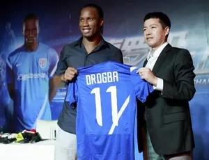 Drogba, apresentação no Shenhua (Foto: Reuters)