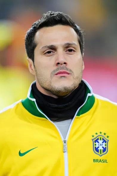 Júlio César, camisa 1 da Seleção Brasileira, no alto de seus 34 anos, ainda faz sucesso e terá a oportunidade, em seu segundo mundial, de mostrar se ele tem uma boa pegada, como goleiro, é claro