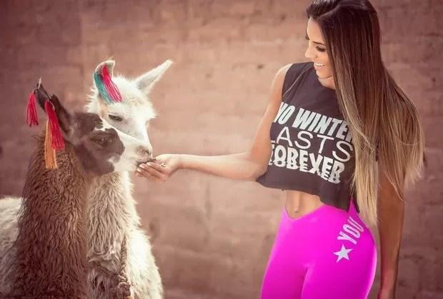 Carol Saraiva posa no deserto do Atacama (Foto: Samuel Melim / MF Models Assessoria )