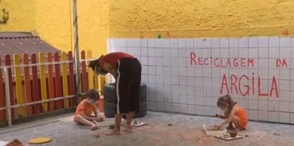 Escolas particulares estavam recebendo alunos para aulas extracurriculares, mas a Prefeitura de Curitiba voltou atrás na decisão — Foto: Reprodução/RPC