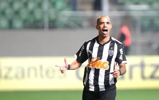 diego Tardelli comemora gol do Atlético-mg contra o Flamengo (Foto: Denilton Dias / Agência estado)