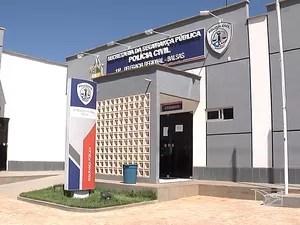 Mãe e tia da criança e suspeito foram levados para Delegacia Regional de Balsas (Foto: Reprodução / TV Mirante)