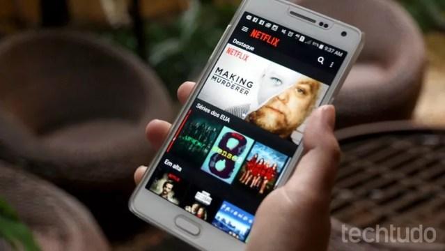 70% dos entrevistados deixariam de assistir plataformas de streaming para usar o celular — Foto: Carolina Ochsendorf/TechTudo