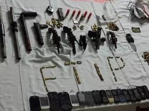 Armas apreendidas em Alcaçuz durante a madrugada deste domingo (Foto: Divulgação / Sejuc)