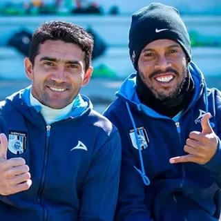 Sinha e Ronaldinho (Foto: Facebook)