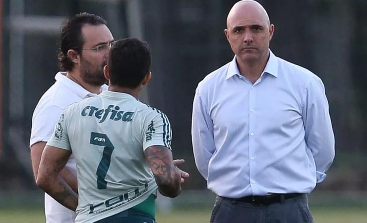 Dudu conversa com Mattos e Galiotte durante treinamento do Palmeiras — Foto: Cesar Greco / Ag. Palmeiras