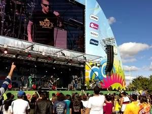 Banda CPM 22 se apresenta no palco da Fifa Fan Fest, no Taguaparque, em Taguatinga, no DF (Foto: Natalia Godoy/G1)