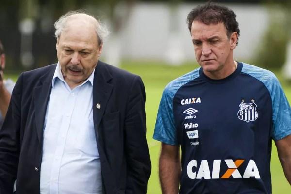 "José Carlos Peres e Cuca ainda ""não falam a mesma língua"" no Santos — Foto: Ivan Storti/Santos FC"