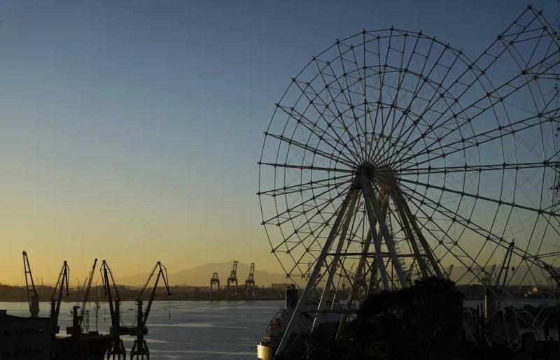 Roda-gigante já está quase pronta e deve começar a realizar os passeios em novembro — Foto: Marcos Serra Lima/G1