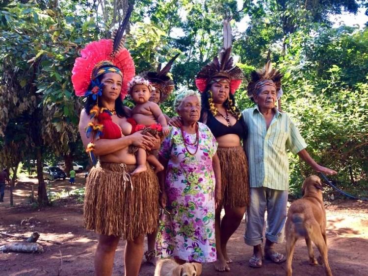 Dezoito famílias vivem na aldeia e usam o rio para pesca, banho, e para lavar roupa — Foto: Paula Paiva Paulo