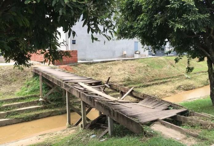 Moradores pedem recuperação de acesso de ponte sobre Boulevard (Foto: Adelcimar Carvalho/G1)