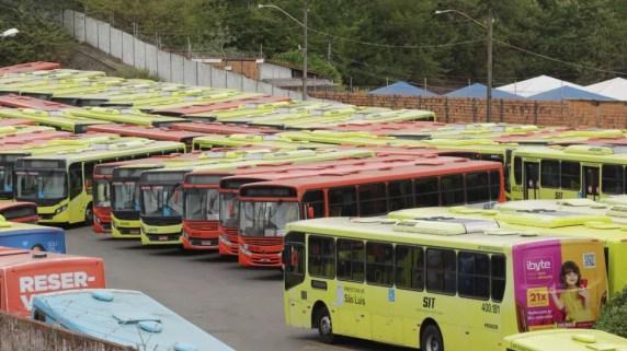 Ônibus permanecem parados nas garagens da cidade. — Foto: Adriano Soares/ Grupo Mirante