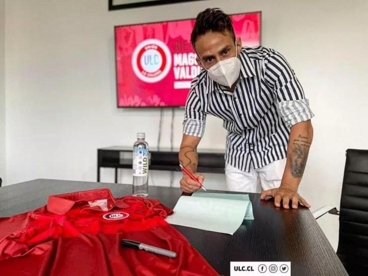Valdivia assinou com o La Calera em março — Foto: Divulgação/Unión La Calera