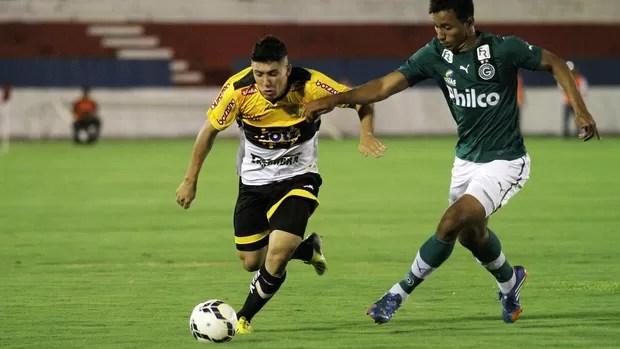 Bruno Lopes, Goiás x Criciuma (Foto: Fernando Ribeiro/Futura Press)