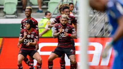 Gabigol comemora gol diante do Palmeiras