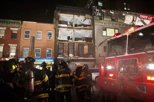 Fachada de prédio de cinco andares no número 92 da 8ª Avenida que ficou destruída com a aproximação do furacão Sandy (Foto:  John Minchillo / AP)
