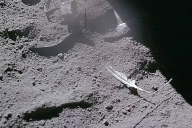 Alguns objetos deixados na Lua