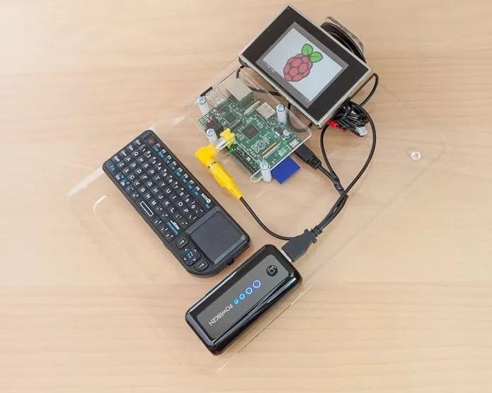 Conectado a periféricos, é possível utilizá-lo normalmente (Foto: Reprodução/Geek.com)
