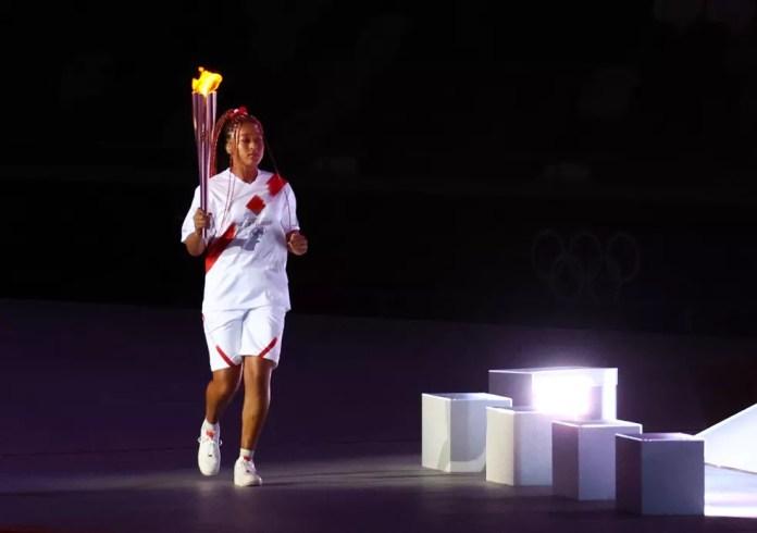 Naomi Osaka na abertura das Olimpíadas — Foto: REUTERS/Lucy Nicholson