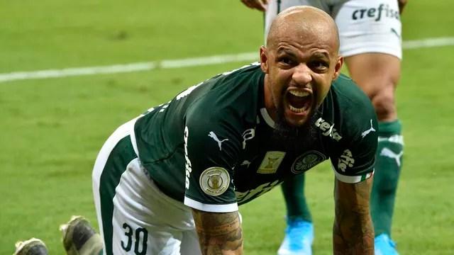 Felipe Melo comemora o segundo gol do Palmeiras
