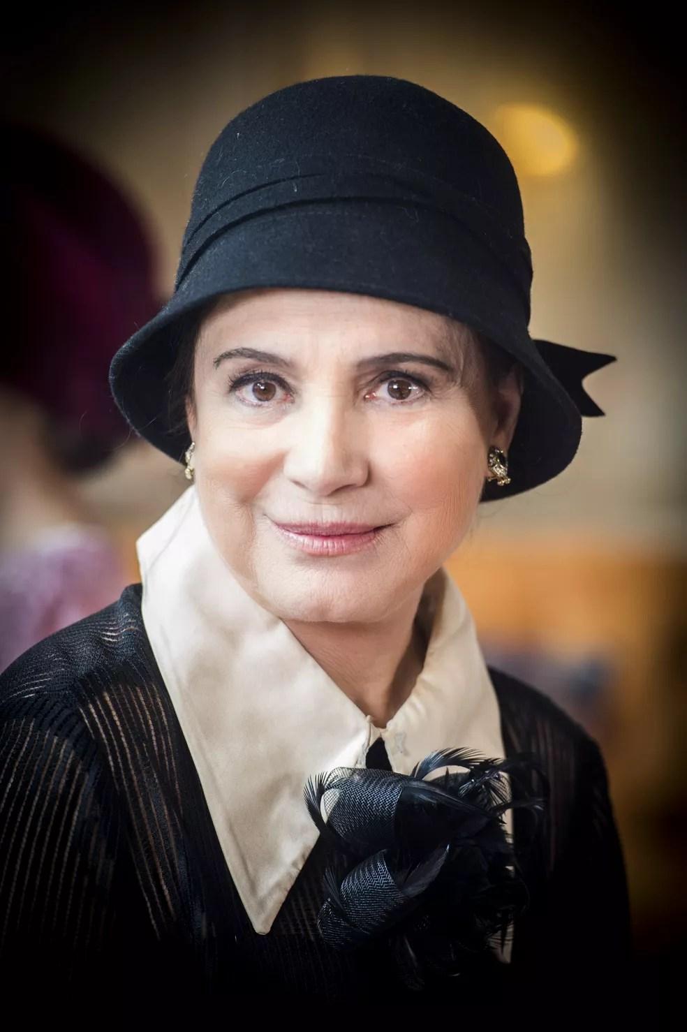 Regina Duarte é Madame Lucerne, uma mulher misteriosa que guarda muitos segredos (Foto: João Miguel Junior/Globo)