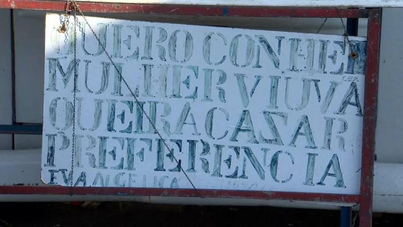 Placa foi colocada em rua de Vila Velha, no ES — Foto: Reprodução/ TV Gazeta