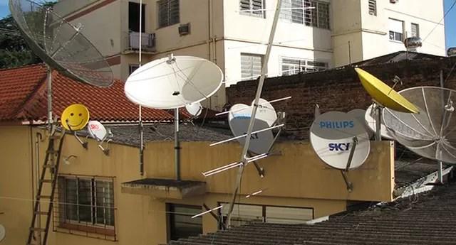 Antenas offset, as chamadas mini antenas parabólicas (Foto: Reprodução/YouTube)