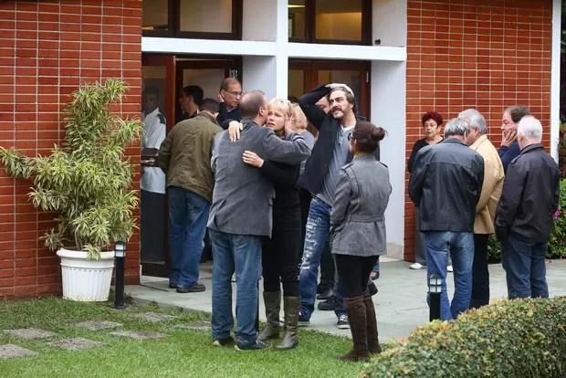 Xuxa no velório de Cirano Rojabaglia (Foto: Francisco Silva / Agnews)