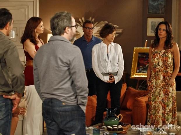 Juliana chega para dar comunicado à família (Foto: Inácio Moraes/ TV Globo)