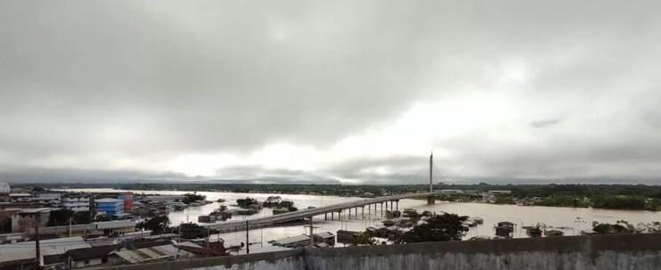 Mesmo com nível do Rio Juruá baixando cerca de 900 pessoas continuam em abrigos em Cruzeiro do Sul — Foto: Gledison Albano/Rede Amazônica