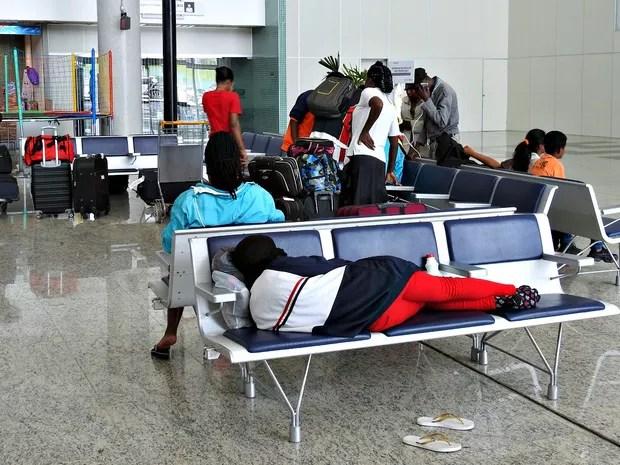 Grupo de haitianos dormiu em aeroporto em Manaus (Foto: Ive Rylo/G1 AM)
