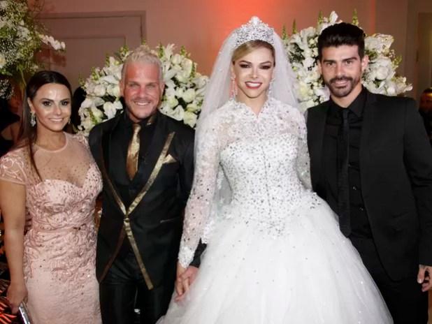Viviane Araújo e Radamés no casamento de Léo Áquilla e Chico Campadello em São Paulo (Foto: Celso Tavares/ EGO)