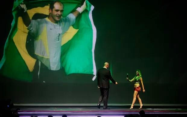 Marcos recebe homenagem da FPF (Foto: Marcos Ribolli / Globoesporte.com)