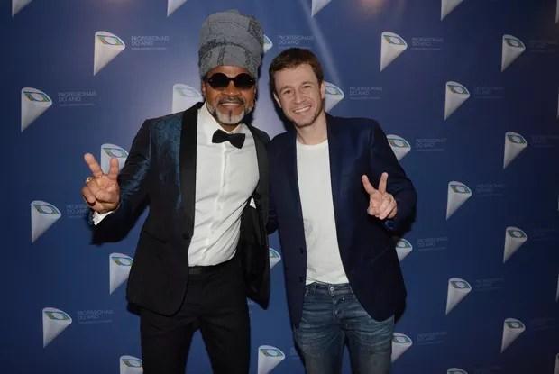 Carlinhos Brown e Tiago Leifert (Foto: Eduardo Martins / AgNews)