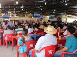 Leilão arrecadou cerca de R$ 800 mil com venda de cabeças de gado (Foto: Gabriela Pavão/ G1 MS)
