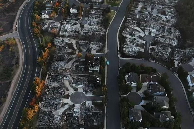 Incêndio destruiu dezenas de casas e deixou mais de 35 mil pessoas desabrigadas. (Foto: Spencer Platt/Getty Images/AFP)