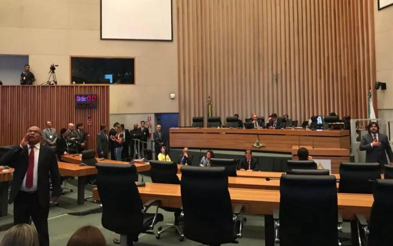 Plenário da Câmara Legislativa do DF durante discussão da Lei Orçamentária de 2018 — Foto: Letícia Carvalho/G1