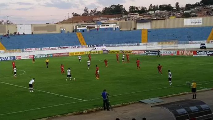 Boa Esporte e Atlético-GO empatam em 2 a 2 em Varginha (Foto: Régis Melo)