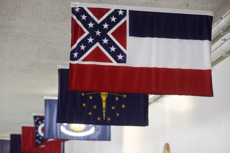 Mississippi trocará de bandeira após protestos contra símbolo confederado