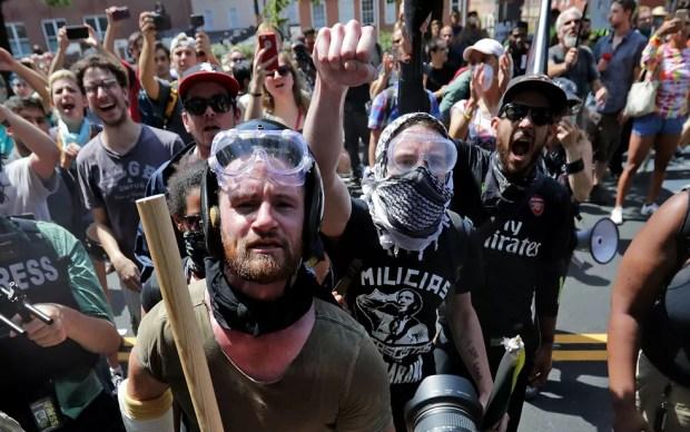 Resultado de imagem para imagens de neonazistas brigando