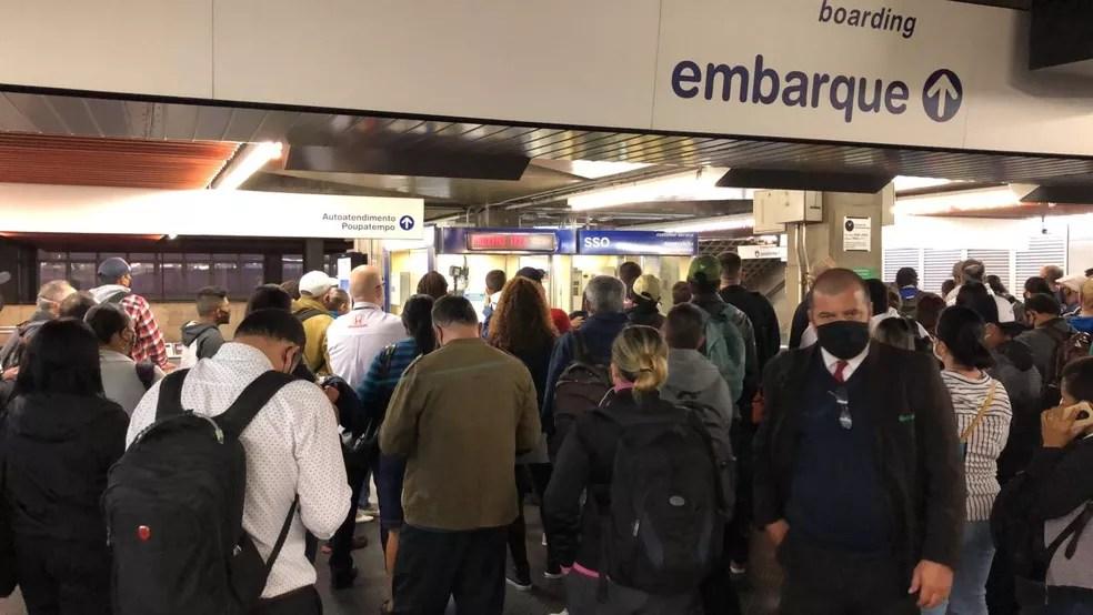 Lotação de passageiros na estação Tucuruvi, da Linha 1-Azul do Metrô de SP — Foto: Bernardo Bortolotto/TV Globo