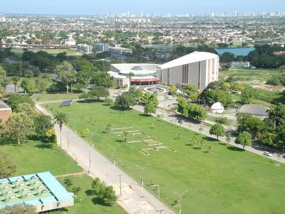 Universidade Federal de Pernambuco suspendeu atividades na quinta-feira (31) (Foto: Ascom UFPE/Divulgação)