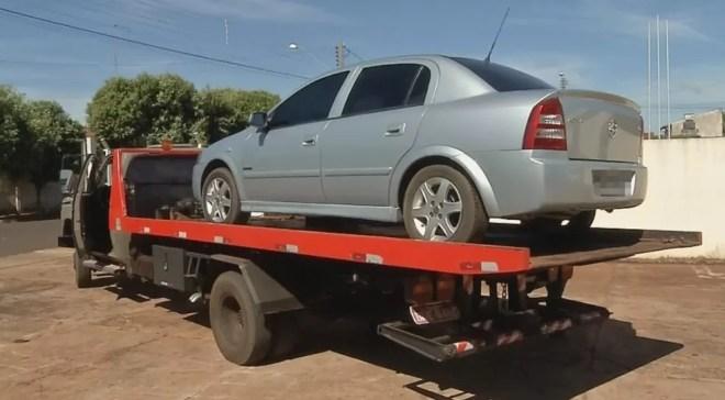 Carro utilizado pelo suspeito para fugir depois do crime — Foto: Reprodução/TV TEM