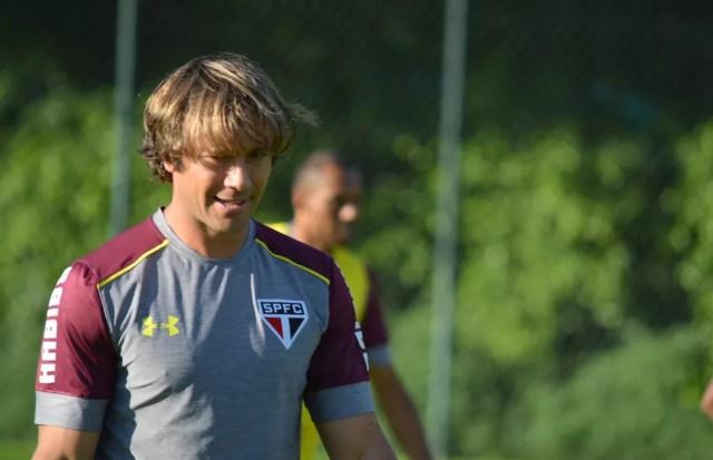Lugano ainda não foi procurado pela diretoria para renovar contrato (Foto: Érico Leonan / saopaulofc.net)