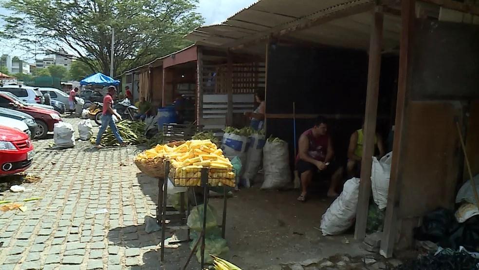 Mão do milho chega a custar R$ 35 em Caruaru (Foto: Ana Rebeca Passos/TV Asa Branca)